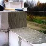 возведение стен в бане из пенолоков