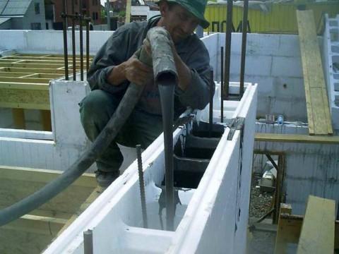 заливка бетоном несъёмной пенополистирольной опалубки