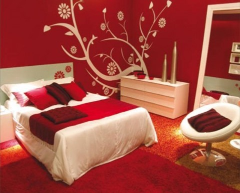 Насыщенный красный комнаты цвет