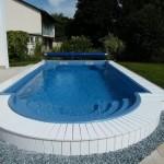 композитный или бетонный бассейн