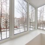 Можно ли решить вопрос остекления балкона бюджетно?