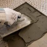 Делаем цементный раствор для облицовки керамической плиткой стен или пола
