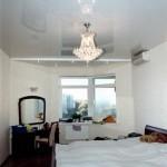 Выбор натяжного потолка для спальни