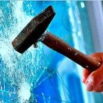 обезопасить стекло при помощи защитной пленки